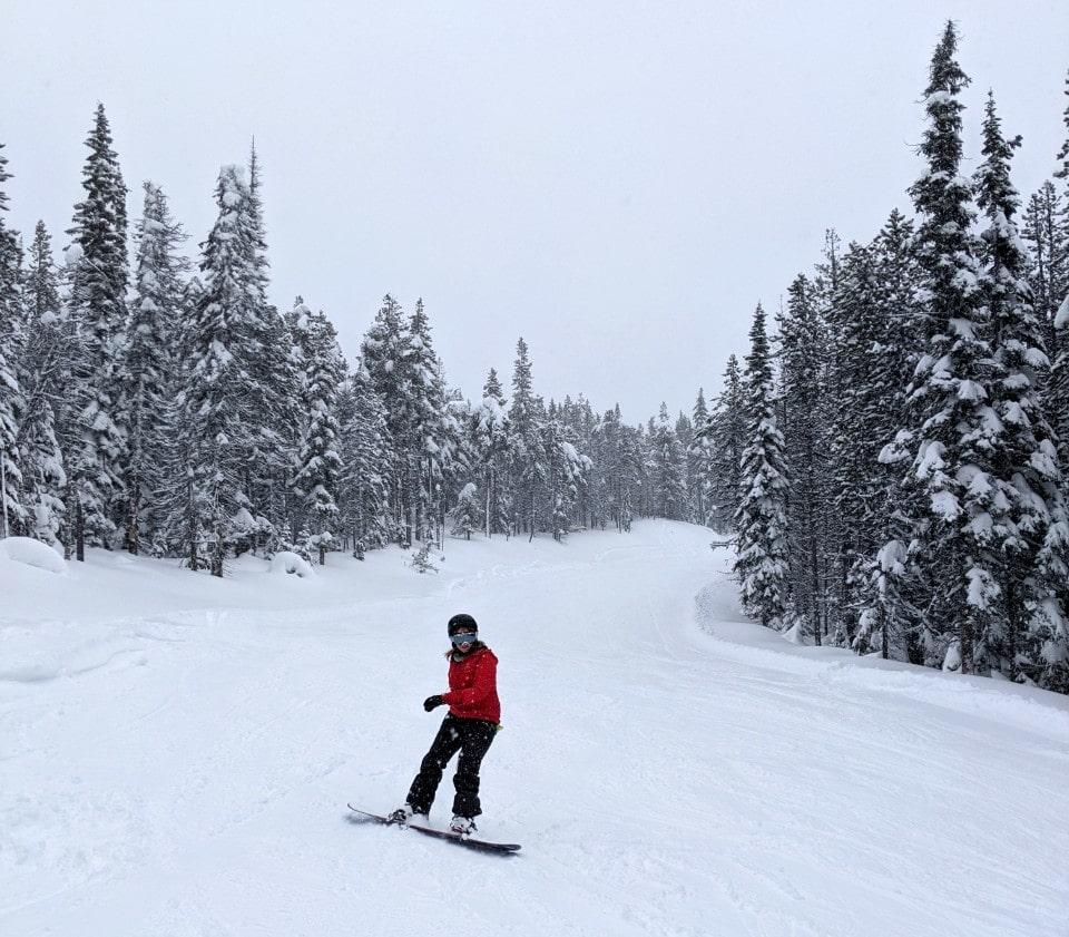 gemma snowboarding down a ski hill